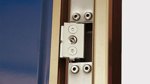 dettaglio-porta-blindata-gold-cerniera.jpg