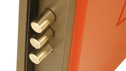dettaglio porta blindata triplo pistone